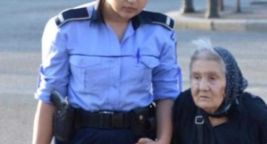 Poliția a ajutat o bătrânică să traverseze strada, deși aceasta nu voia să traverseze