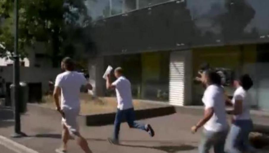 Procurorul care a stat degeaba câteva ore în fața casei lui Dincă  - aici alergând să nu-i fugă pensia specială!
