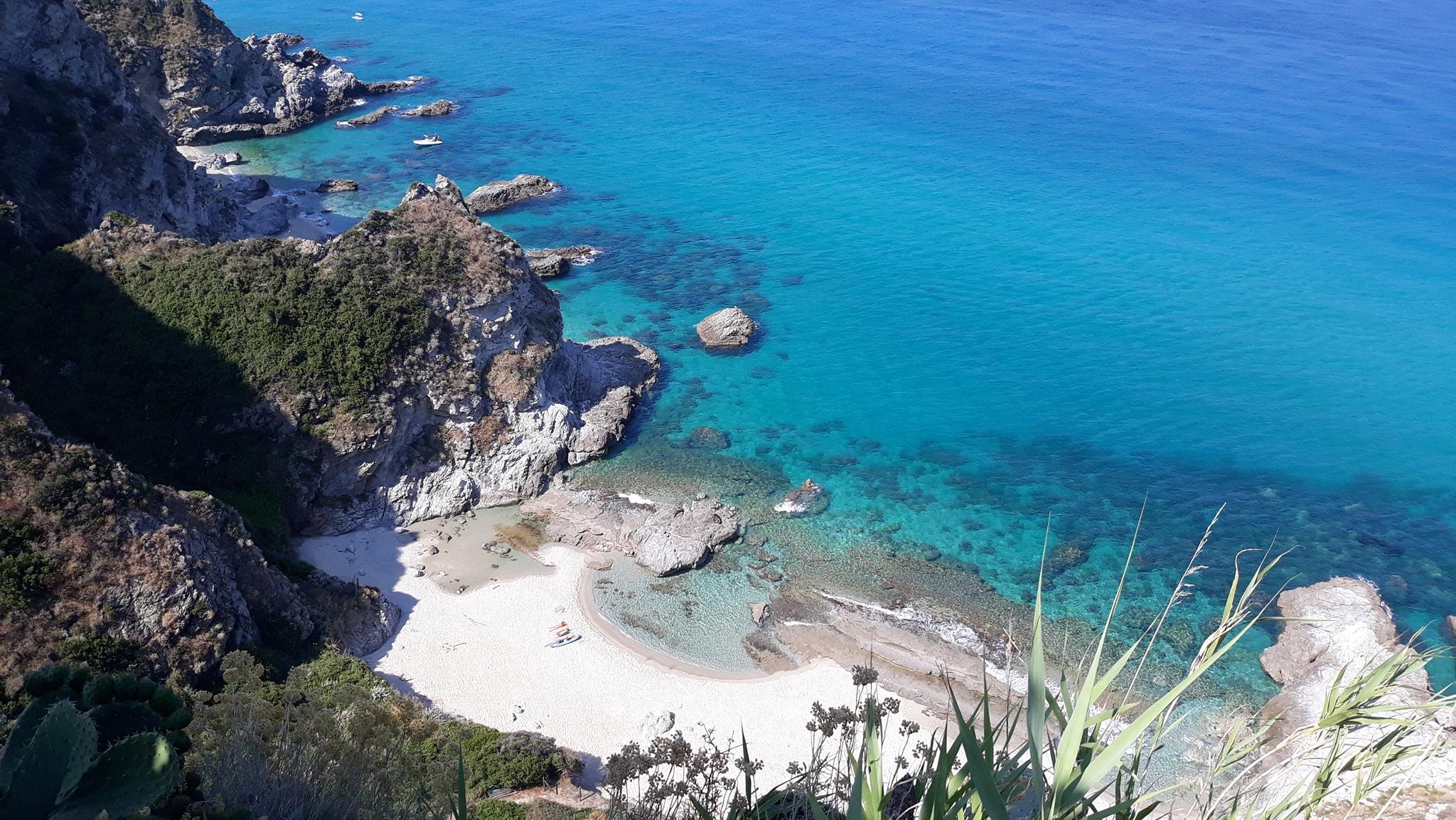 În sudul Italiei e sărăcie.Nu e loc nici să bagi Benveul pe plajă!