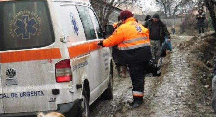 Ambulanța din Vaslui a mers prin noroaie pentru n-a știut parola pentru autostradă!