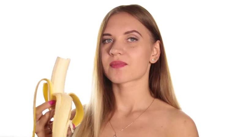 Cum recunoști o ardeleancă cu chef de școală. 6 indicii (și o banană)