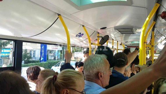Călătorii din autobuzele din București se pregătesc de semifinală ca nemții: se circulă fără aer condiționat!