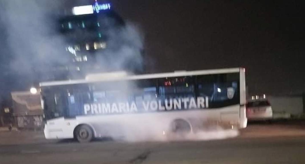 Autobuz electric din Voluntari. I s-a ars o sârmuliță din kur