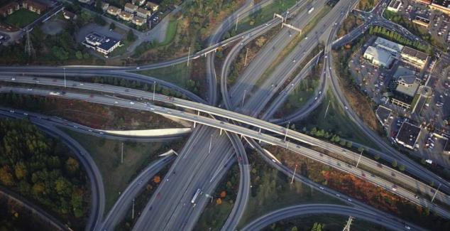 Nemții au 16,125 cm de autostradă pe cap de locuitor, noi avem 4,75 cm. Diferența e mare doar din punctul de vedere al unei femei!