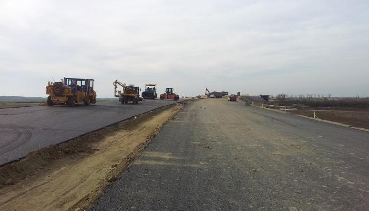 Ungurii au terminat de construit autostrada până la granița cu noi. Să nu le zicem că au ajuns la graniță. Poate nu se prind și fac autostradă până la Galați!