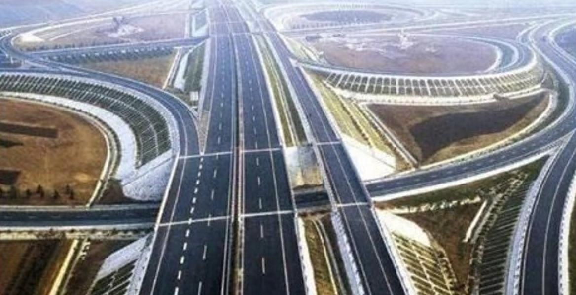 Autostradă din China. Putem să facem şi noi una în 6 zile, dar nu ne lasă gândacii!