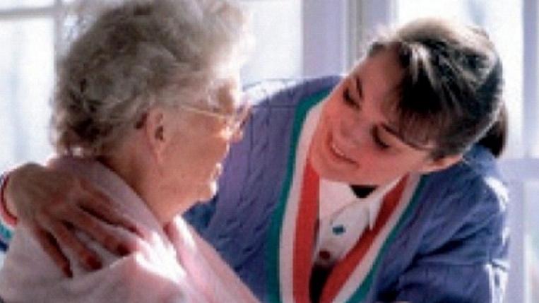 O doctoriță din România a reușit să păcălească statul italian și s-a angajat ca badantă la o pensionară!