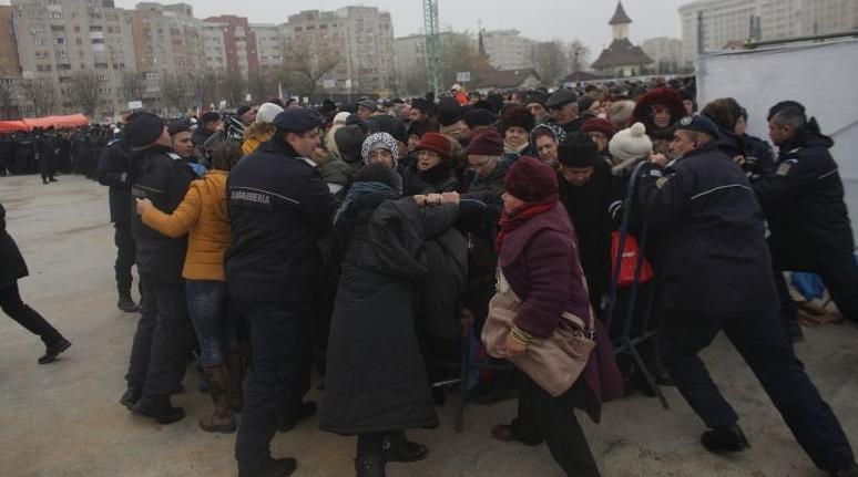 Bătaie la Patriarhie: S-au băgat moaște de post, din orez