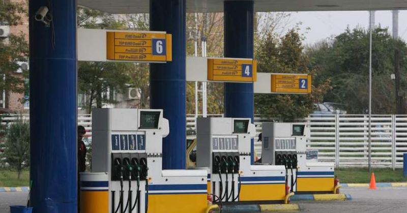 O bandă formată din 6 jefuitori acționează prin benzinării. Numele acestora sunt Pompa 1, 2, 3, 4, 5 şi 6!