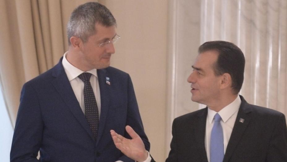 Negocierile dintre PNL şi USR s-au încheiat cu succes: vom avea 2 premieri, 7 vicepremieri şi 3 camere parlamentare!