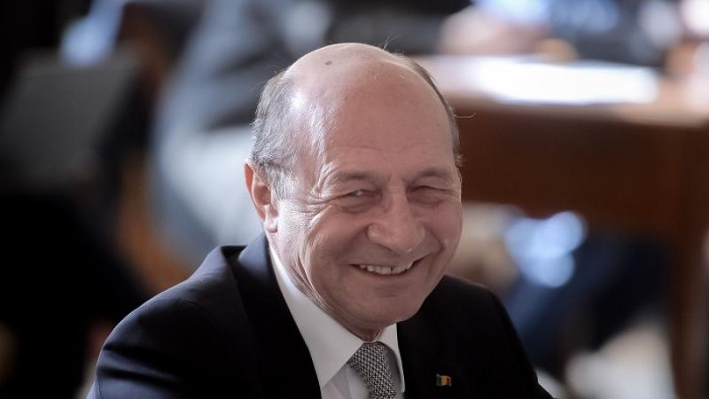 Traian Băsescu cere legalizarea prostituției. O vrea Nuți carte de muncă?