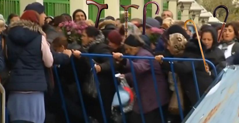 Bătaie  cu bastoanele la Patriarhie: S-au băgat moaște de post, din orez!