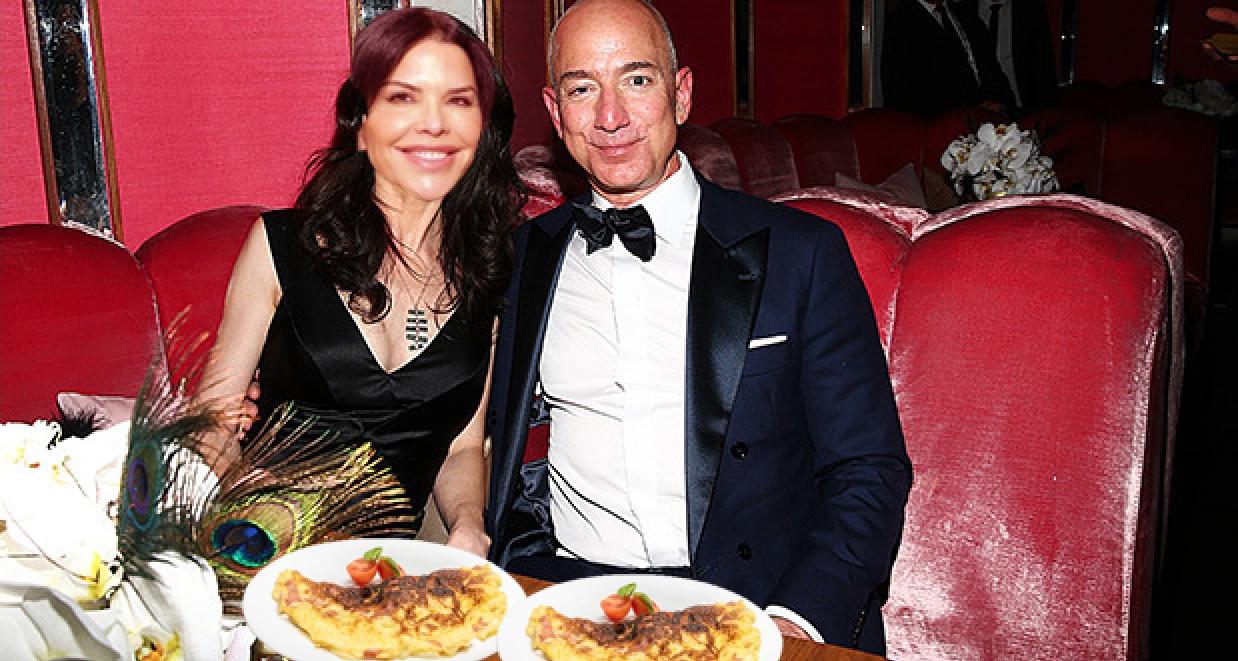 Opulență:Jeff Bezos avenit cu amanta la Mamaia şi a comandat DOUĂ omlete la terasă!