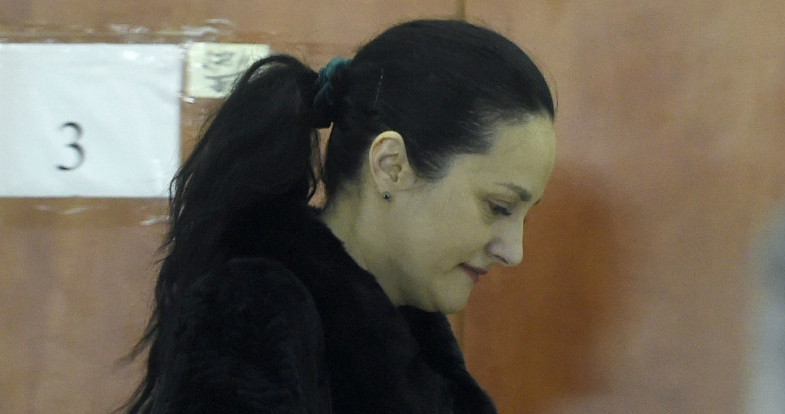 Alina Bica, 46 de ani. Va executa cel mult 2 ani. La 48 de ani va ieşi din puscărie. Exact când face vârsta de pensionare
