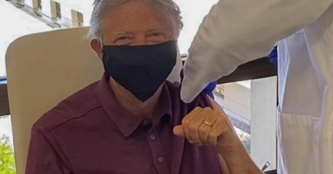 S-a vaccinat în sfârșit și Bill Gates. A ales un vaccin cu nucleu de Linux, că e mai stabil!