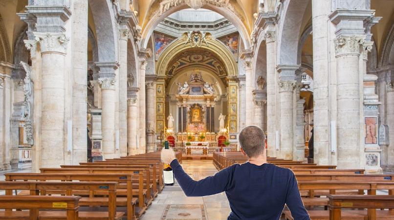 """Românul beat care a strigat """"Allahu Akbar"""" în biserică strigase de fapt """"Hai dracu la bar!"""""""
