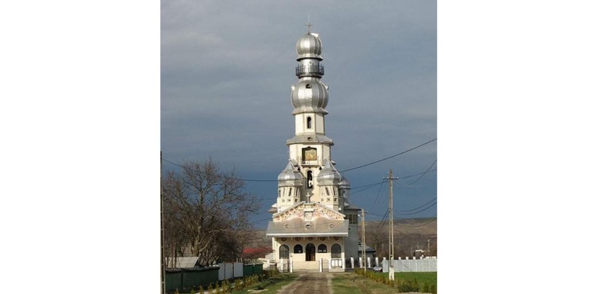 Houston, we have a problem: în județul Neamț a apărut biserica SpaceX!