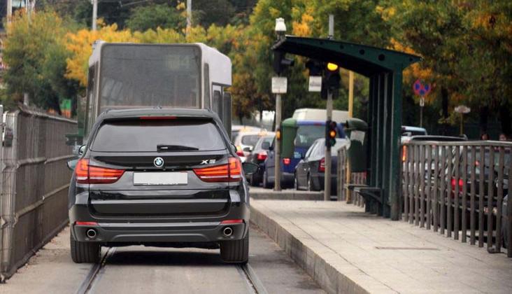 Decizie istorică: tramvaiele nu vor mai avea voie să oprească în stații, pentru că blochează circulația mașinilor pe linii!