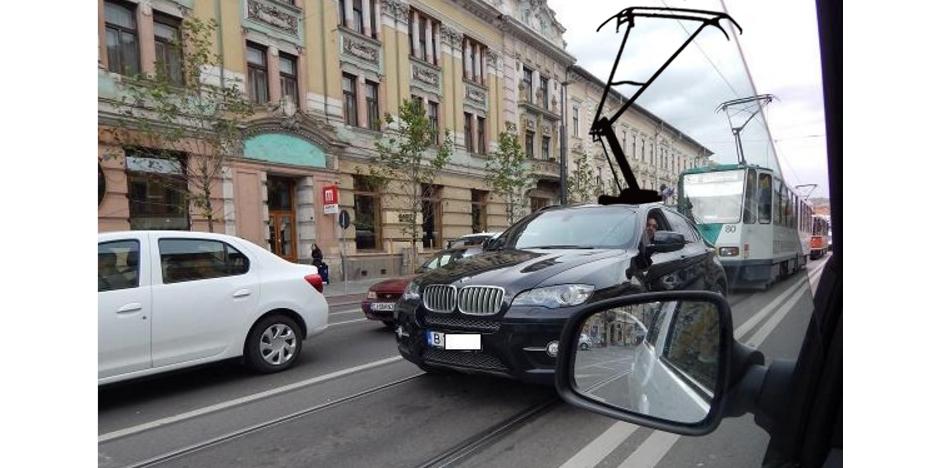 BMW scoate un model electric special pentru liniile de tramvai din România!
