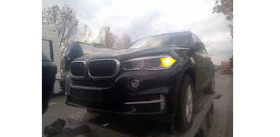 BMW luat pe platformă după ce s-a aprins un becde semnalizare!