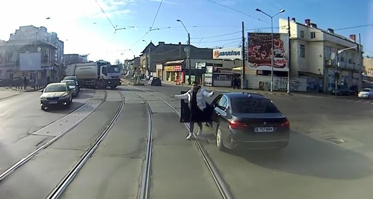 """Cocalarul cu BMWîl acuză pe vatmancă nu l-a ocolit: """"Ce, mă, ți-ai luat şine?"""""""
