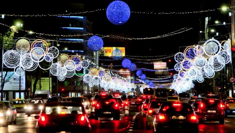 Firea:Vom aprinde 9 milioane de luminide Crăciun, ca să se vadă gropile mai bine!