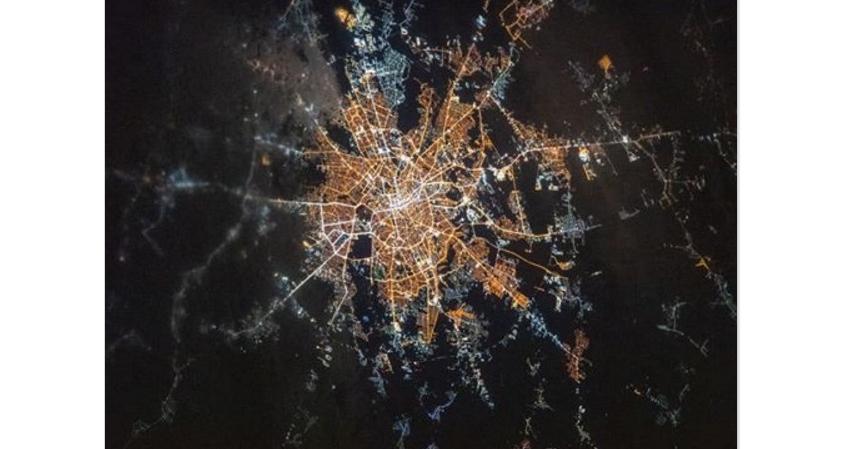 Bucureştiul văzut de pe Stația Spațială Internațională. Zonele cu negru sunt cartierele cu apă caldă!
