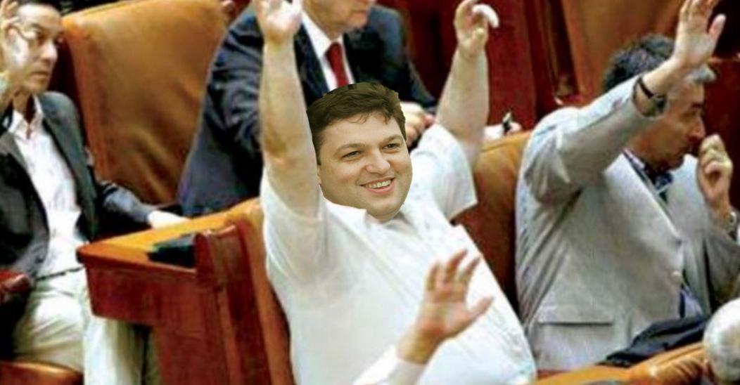 Ce dramă! Unui parlamentar român i-au mai crescut trei burți și nu mai știe care este cea originală!