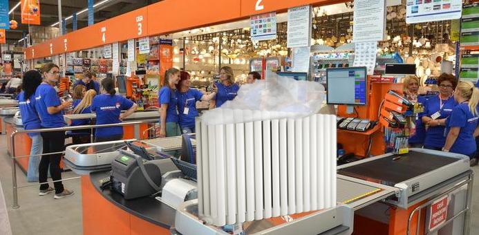 Veşti bune pentru bucureşteni: la Dedeman se vând calorifere cu apa caldă inclusă!