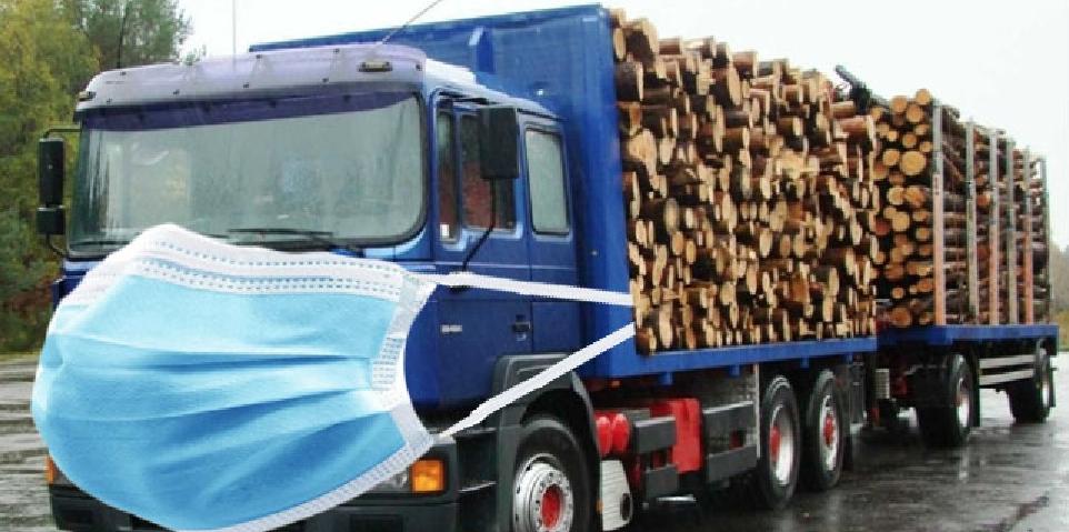 Masca devine obligatorie şi pentru camioanele cu lemne!