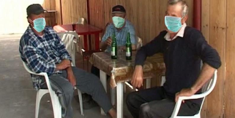 Veşti bune: bărbații vor puteapurta măşti şi după ce trece pandemia, ca să nu-imai găsească nevestele în cârciumi!