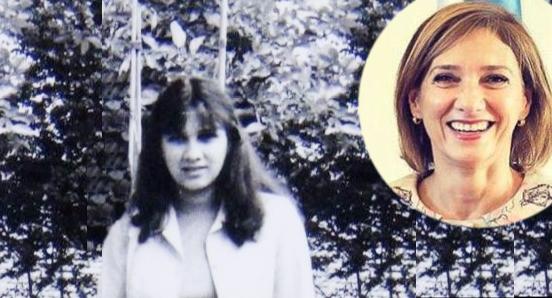 Carmen Iohannis în tinerețe, așteptând să intre Klaus în vorbă cu ea. Cică încă mai așteaptă!