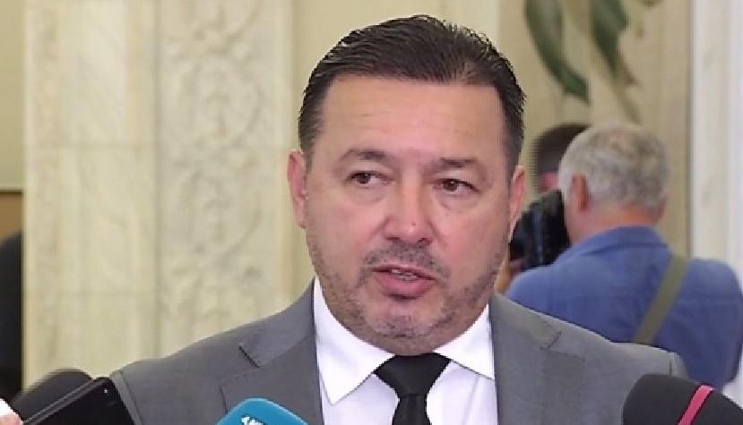 Cătălin Rădulescu Mitralieră amenință că pleacă din țară! Ok, îi luăm noi bilet pentru Costa Rica. Doar dus, că de întors se va întoarce pe banii statului!