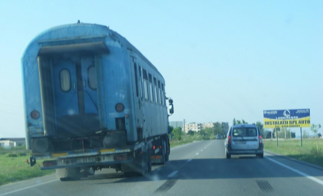CFR a găsit soluția să crească viteza de deplasare: s-a mutat pe șosele!