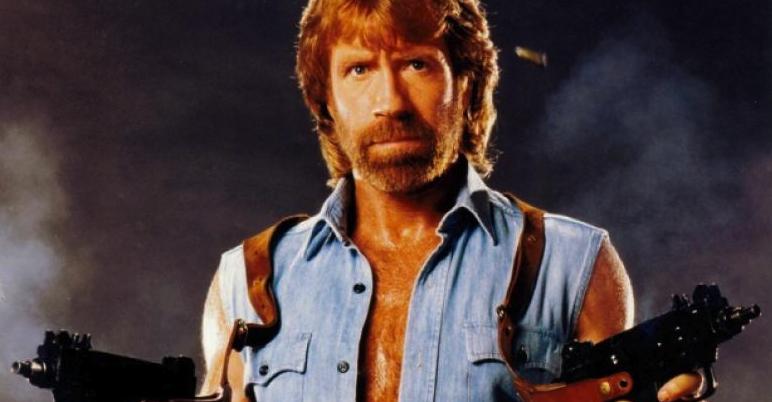 Chuck Norris împlineşte azi 80 de ani. Ocazie cu care îi amintim coronavirusului că există doar pentru că Chuck Norris nu a ajuns la el