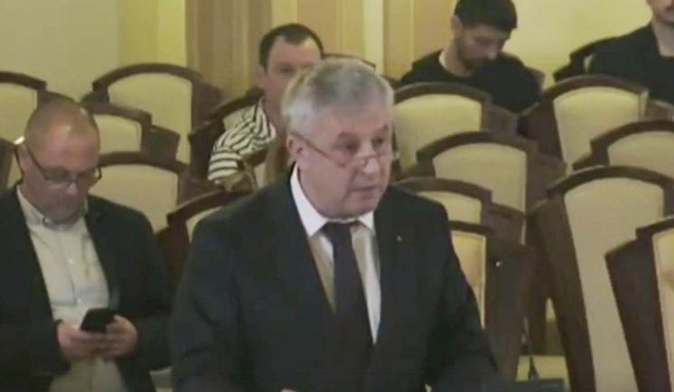 Moment de un cosmic căcat: parlamentarulCiordache (PSD) susținând cauza infractorului Dragnea (PSD) în fața Curții Constituționale (majoritar PSD)
