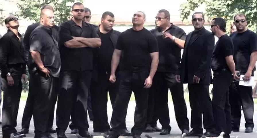 Poliția a infiltrat atât de bine Clanul Sportivilor încât acum Clanul Sportivilor conține doar polițişti!