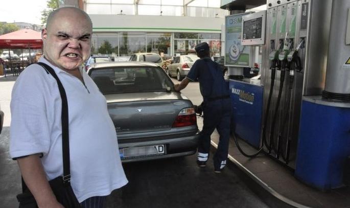 Scandal la o benzinărie! Un client reclamă că apa din magazin e mai scumpă decât aia din benzină