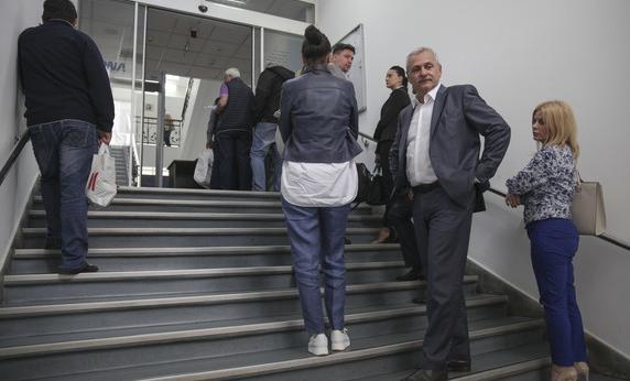 Canicula ne scapă de corupți: politicienii fac coadă la DNA ca să-i bage la răcoare!