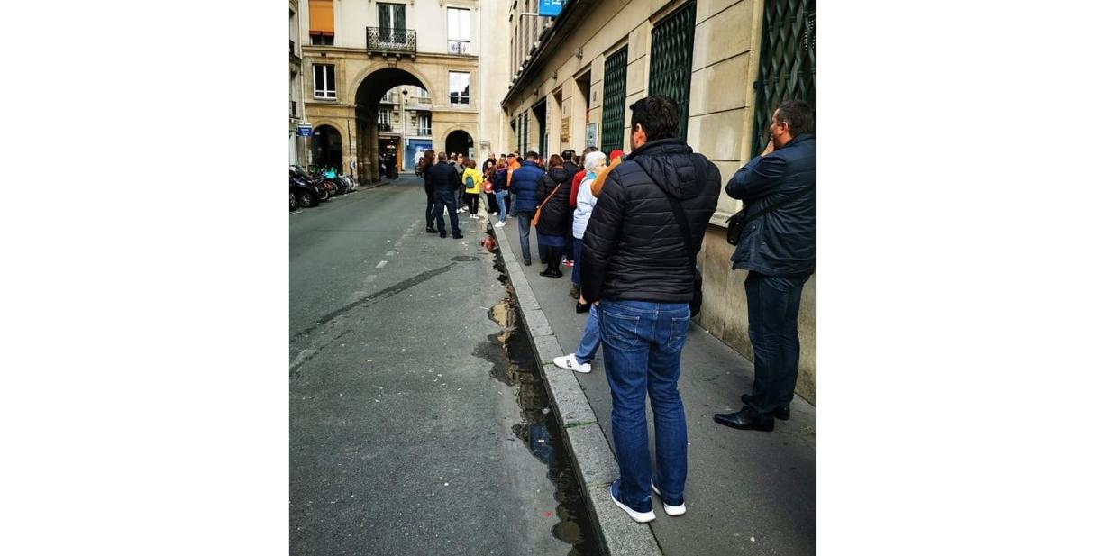 Imagine de azi din Paris în care se vedecum PSD câștigă alegerile de anul trecut!