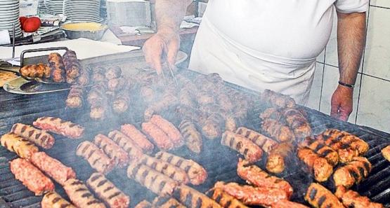 Restaurantele La Cocoşatu şi La Gil, închise după ce inspectorii au constatat că micii încă mai dădeau din coadă!