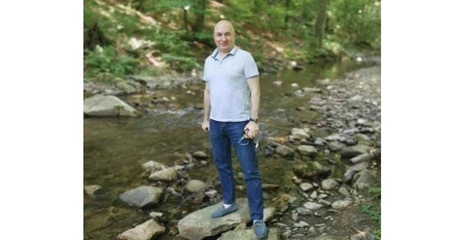 Dacăvedeți persoane care aruncă în râu gunoaie ca acesta din imagine, alertați autoritățile