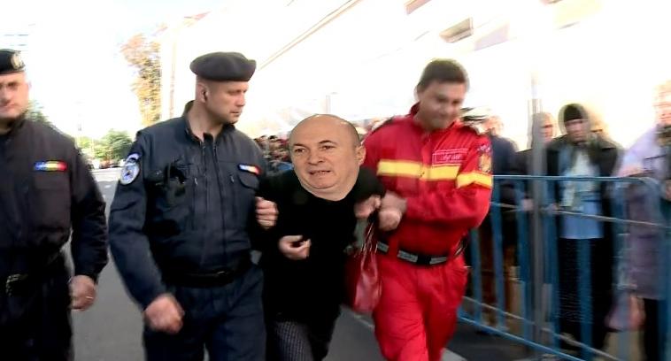 Codrin Ștefănescu, reținut la Iași după ce a încercat să pupe moaștele în c_r!