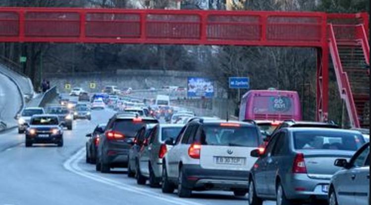Accident pe DN1: coloana plecată alaltăieri din Bucureşti a lovit din spate coloana plecată acum o săptămână!