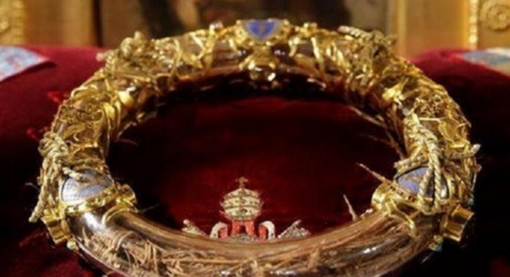 A fost salvată coroana cu spini de aur a lui Iisus! Inițial avea doar spini, auruls-a depus între timp de pe hainele popilor
