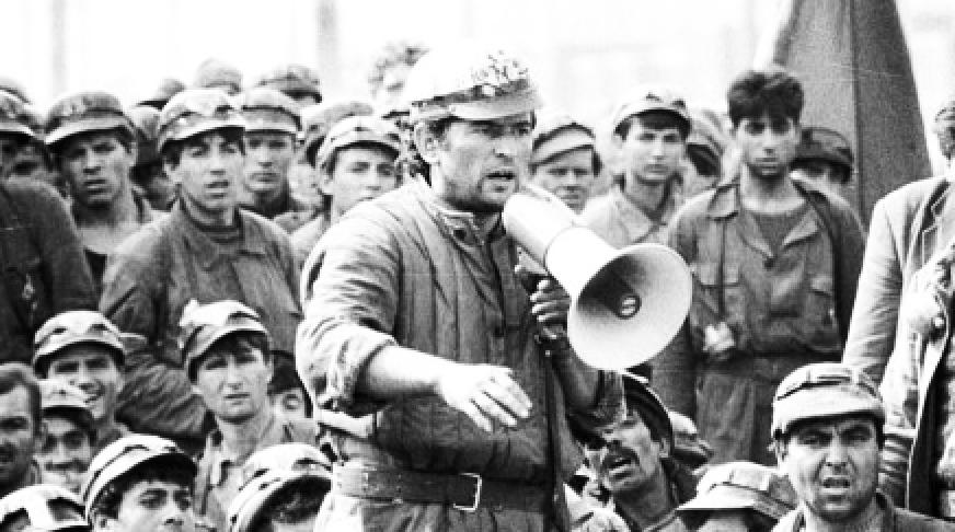 A nu se uita: Miron Cozma arepensie de victimă a mineriadei. L-au bătut niște studenți cu capul în bâtă și a rămas cu sechele