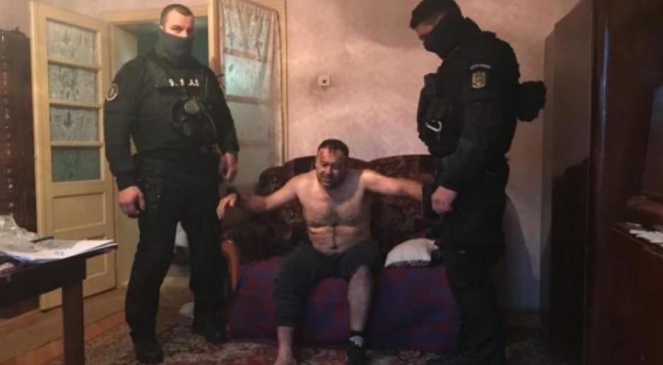 Ucigașul polițistului din Timiș s-a sinucis în arest. Nu înainte de a-și da câteva capete în gură