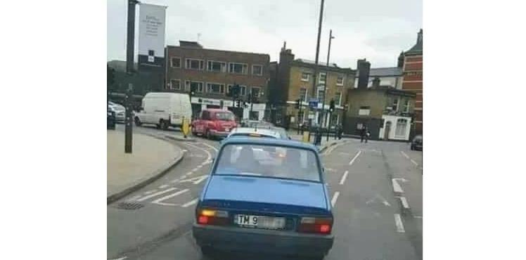 Să conduci Dacia 1310prin Londra - asta înseamnă to be mafiot!