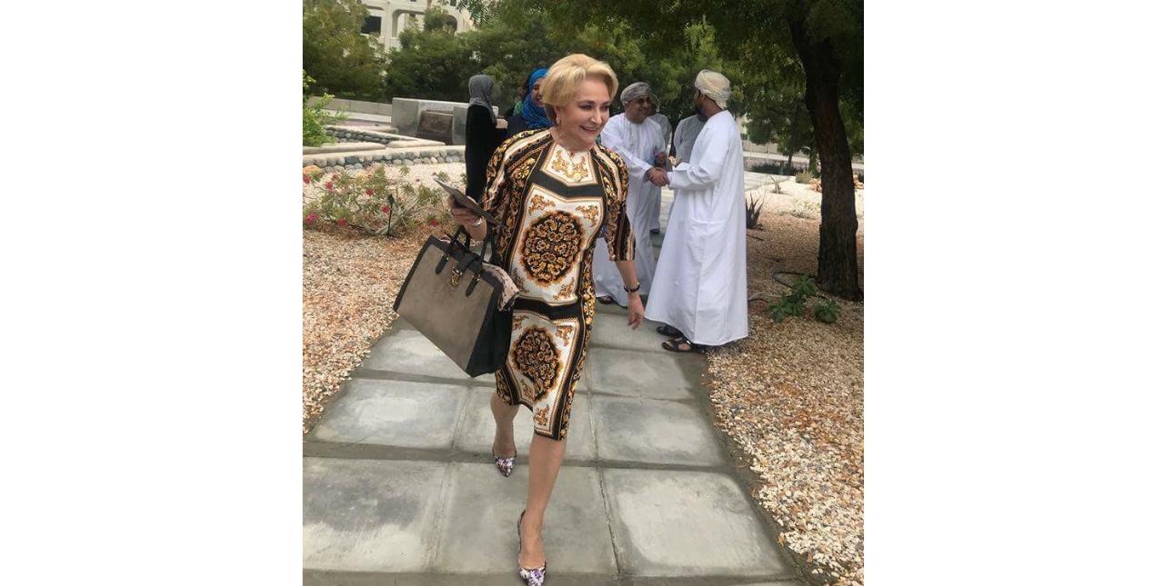 Alertă: Viorica Dăncilă s-a îmbrăcat cu mușamaua!