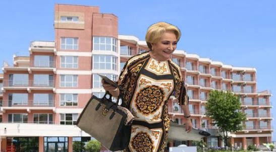 Panică printre hotelieri: O turistă din Videle le fură nu doar prosoapele, ci și draperiile!
